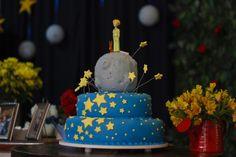 Cake with Stars   Cake by Eliana Castilho  Photo by Angelita Fotografia  Decoration by T&C Party Design   Rio de Janeiro - Brazil
