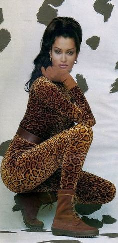 Coups de Griffes a L'italienne, ELLE France, October 1992 Photographer : Robert Erdmann Model : Yasmeen Ghauri Happy birthday, Yasmeen! 90s Fashion, Love Fashion, Fashion Models, Womens Fashion, Animal Print Fashion, Fashion Prints, Original Supermodels, Leopard Spots, Foto Art