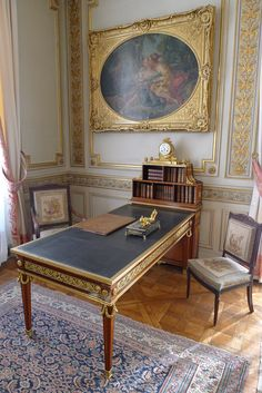 Classic Home Decor Themes That Are Always In Style Classic Home Decor, Elegant Home Decor, Elegant Homes, Royal Furniture, French Furniture, Antique Furniture, Old English Decor, Style Français, French Style