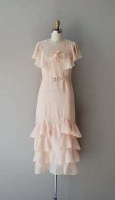 dress / chiffon dress / Beyond Pretty by DearGolden 1930s Fashion, Art Deco Fashion, Vintage Fashion, Vintage Vogue, Edwardian Fashion, Style Année 20, 1920s Style, Vintage Dresses, Vintage Outfits