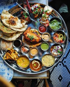 Have you ever layed eyes on anything more beautiful than this? My guess is NO. Have you ever layed eyes on anything more beautiful than this? My guess is NO. 😃 AMAAAAZING Indian Tali spread with so many dishes! Cooking Recipes, Healthy Recipes, Drink Recipes, Healthy Chef, Cooking Tips, Food Platters, Food Presentation, Street Food, Indian Food Recipes