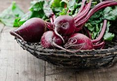 The powerful antioxidants and wide range of nutritional benefits contained in beets make them a diet must-have. Enjoy this how-to guide for buying and preparing beets for yourself, plus two delicious beet recipes! Beet Recipes, Cleanse Recipes, Healthy Recipes, Juicer Recipes, Healthy Foods, Love Beets, Red Beets, Food For Anemia, Beetroot Benefits