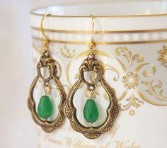Green chandelier earrings. Fleur de Lis. Green by ReyesRobledo