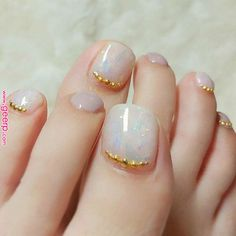 Wedding Nails-A Guide To The Perfect Manicure – NaiLovely Feet Nail Design, Toe Nail Designs, Bridal Nails, Wedding Nails, Pedicure Nail Art, Minimalist Nails, Feet Nails, Cute Nail Art, Bling Nails