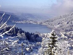 Le lac de Gérardmer dans les Vosges. Alsace, Belle France, Heart Of Europe, Ski Holidays, Jolie Photo, What A Wonderful World, Wonders Of The World, The Good Place, Skiing