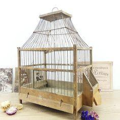 Ancienne cage à oiseaux - cage en bois - oiseaux - décoration française - vieille cage - cage 19e siècle par ChezUlysseVintage sur Etsy https://www.etsy.com/fr/listing/509835366/ancienne-cage-a-oiseaux-cage-en-bois