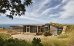 Dani Ridge House by Carver + Schicketanz http://www.homeadore.com/2012/08/14/dani-ridge-house-carver-schicketanz/