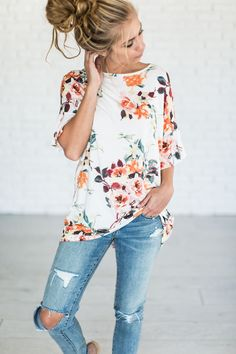 Alexia floral top - off white dresses modetrends, kleider mode, mode. Mode Outfits, Casual Outfits, Fashion Outfits, Womens Fashion, Latest Fashion, Fashion Ideas, Floral Outfits, Fashion Clothes, Floral Shirt Outfit