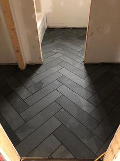Herringbone Tile Floors, Slate Flooring, Kitchen Flooring, Diy Flooring, Flooring Options, Dark Tile Floors, Stone Tile Flooring, Modern Flooring, Flooring Ideas