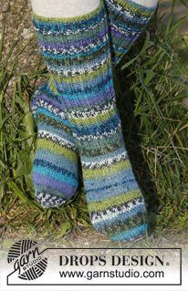 """Blueberry fields - Knitted DROPS socks in """"Fabel"""". - Free pattern by DROPS Design"""