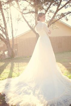 I am so in love with this adorable Vintage wedding dress - Hill Country Vintage inspired bridal photo shoot by Jen Rios Design