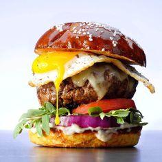 Best Hamburger Recipes, Beef Recipes, Vegetarian Recipes, Grill Recipes, Dog Recipes, Yummy Recipes, Hamburgers, Hamburger With Egg, Egg Burger