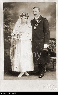 people-marriage-bridal-couple-cabinet-card-c-m-ruecker-maehrisch-truebau-CP1W0T.jpg (332×540)