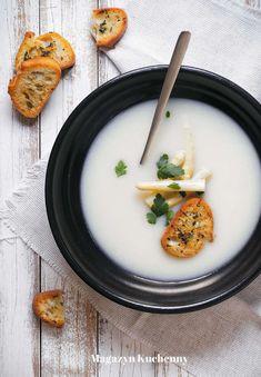 Asparagus-lemon soup with Parmesan crostini | Zupa szparagowa z cytryną, parmezanem i grzankami