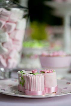 Sweet Table zum Thema Ballett Hochzeit, Ballerina Braut in rosa und weiss (www.noni-mode.de - Foto: Kathrin Hester)