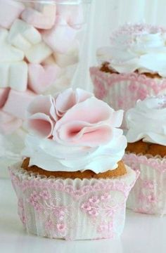 add a bit of lace to your cupcakes...darling