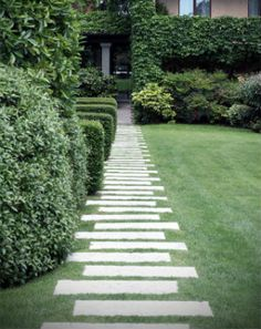 10 Perfect Path Ideas Large slabs of concrete make a stepping stone path Stepping Stone Pathway, Stone Garden Paths, Garden Steps, Stone Paths, Stone Walkways, Landscape Stepping Stones, Concrete Path, Concrete Stepping Stones, Paver Walkway
