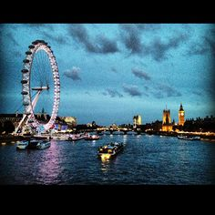 I've been dying to go on the London Eye!! Someone take me pleeeeease! :)Repinned @OzeHols - Holiday Accommodation