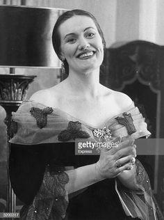 Portrait of Australian opera singer Joan Sutherland, in an ornate. Coloratura Soprano, Joan Sutherland, Maria Callas, Opera Singers, Classical Music, Still Image, Music Artists, The Past, Portrait