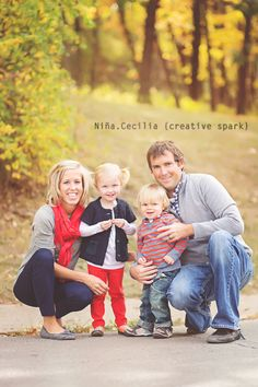 Great example of using bits of color throughout the family without any one person being in all red for example. Great job to his family! Family Photo Outfits, Family Photo Colors, Fall Family Pics, Navy Family Pictures, Family Photos What To Wear, Fall Pics, Family Christmas Pictures, Fall Photos, Family Christmas Outfits