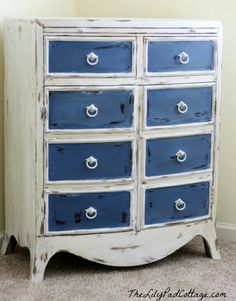 Annie Sloan Chalk Paint once again, Pure White for the chest and a mix of Napoleonic Blue and Pure White for the drawers.