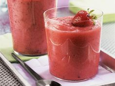 10 Slimming Smoothie Recipes: Strawberry Smoothie http://www.prevention.com/weight-loss/flat-belly-diet/smoothie-recipes-weight-loss?s=11