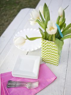 Paper Straw Vase in 20 Unconventional Easter Basket Ideas from HGTV love this idea♡