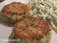 Man kan bruge andre slags fisk, dampet eller stegt, men ikke paneret. Her serveret med coleslaw.
