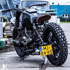 I really love everything that these guys did to this tailor-made Bike Bmw, Cafe Bike, Bmw Cafe Racer, Bmw Motorcycles, Motorcycle Bike, Custom Motorcycles, Custom Bikes, European Motorcycles, Bobber Bikes