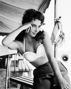 Elizabeth Taylor and her best bedroom eyes.