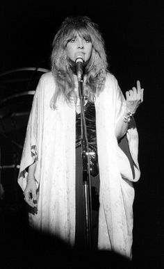 Stevie Nicks performs with Fleetwood Mac at the Berkeley Community... News Photo 465672263 | Getty Images