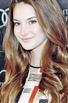 Veronica Roth, Thick Hair Bob Haircut, Gorgeous Women, Beautiful People, Shailene Woodly, Hot Brunette, Hazel Eyes, Hollywood Actresses, Beautiful Actresses