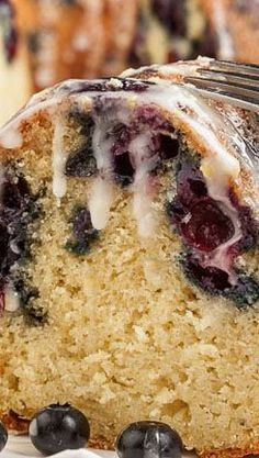 Subbed sour cream for buttermilk. Best Blueberry Lemon Bundt Cake Recipe ~ Tender, moist, and luscious with ripe berries. The burst of lemon zings through for a wonderful flavor. This cake is even better the next day. Food Cakes, Cupcake Cakes, Köstliche Desserts, Dessert Recipes, Plated Desserts, Lemon Bundt Cake, Almond Pound Cakes, Bunt Cakes, Blueberry Recipes
