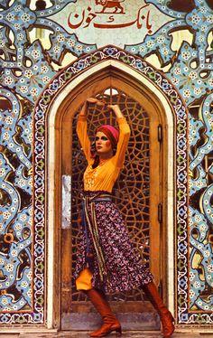 Honey Magazine, 1970 Seventies Fashion, Retro Fashion, Vintage Fashion, Biba Fashion, Vintage Style, Vintage Ads, Patti Hansen, Lauren Hutton, Teheran