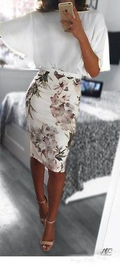 OOTD Pretty Look Floral Skirt White Blouse Fashion Fashionista Spring Outfit Ideas Fashion Mode, Work Fashion, Trendy Fashion, Feminine Fashion, Classy Fashion, High Fashion, Fashion Check, Floral Fashion, Womens Fashion For Work