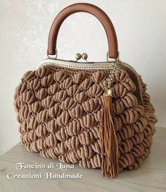 This Pin was discovered by Окс Crochet Bag Tutorials, Diy Crochet, Crochet Crafts, Crochet Handbags, Crochet Purses, Crochet Bags, Crochet Wallet, Handbag Storage, Bag Pattern Free