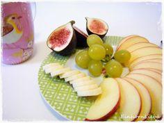 Einhornliebä startete gleich mal mit einem gesunden Snack in den Tag, viel Obst wunderhübsch angerichtet.