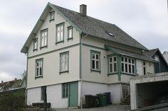 Sveitserhus farger - artikkel med eksemepelbilder View Image, Mansions, House Styles, Home Decor, Decoration Home, Room Decor, Fancy Houses, Mansion, Manor Houses