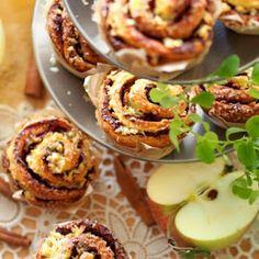 Bułeczki drożdżowe muffinkowe z cynamonem i jabłkami Cannoli, Baked Potato, Potatoes, Baking, Ethnic Recipes, Food, Potato, Bakken, Essen
