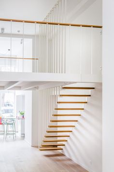 Jo-a : Up stairs - Suspended staircase and mezzanine Escalier suspendu Up… Tiny House Stairs, House Staircase, Modern Staircase, Staircase Pictures, Spiral Staircases, Staircase Ideas, Stairs Floor Plan, Flooring For Stairs, Stairs Architecture