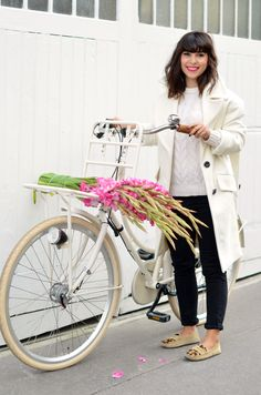 http://www.helloitsvalentine.fr/1023730/tulipbikes-x-hello-its-valentine/ - On my TulipBikes holland bicycle