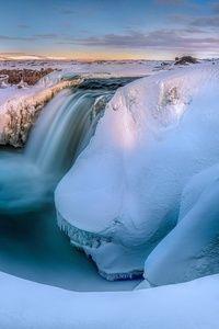 Iceland in winter HTC Butterfly Wallpaper