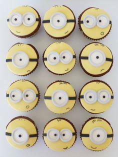 Minions Cake and Cupcakes • Bolo e Cupcakes Minions