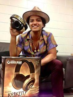 Bruno Mars - Hooligan - Headphone - Smile - Love -