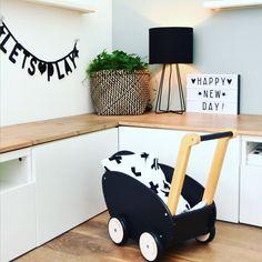 Speelhoek in de woonkamer Play Corner, Kids Corner, Home And Living, Living Room, Scandinavian Kids Rooms, Cool Kids Rooms, Girls Bedroom, Kids Play Area, Minimalist House Design