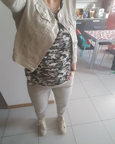Outfit of the day! Militare con dettagli in pizzo  #ootd #outfitoftheday #look #style #fashion #moda #igfashion #igstyle #iger #igdaily #dailylook #camo #camouflage #military #felpa #pizzo #lace #casual #trend #trendy #trendsetter #glam #swag #follow #followme #cool #happy #happyme by pecorella_irlandese