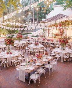 Make your courtyard wedding this pretty!