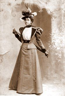 Style clues & cues in antique photos