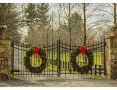 Considering a driveway gate? See all the types of driveway gates, maintenance issues for each type of entry gate, and DIY driveway gate installation tips. Farm Entrance, Driveway Entrance, Front Gates, Entrance Gates, Fence Gates, Garden Gates, Zone Verte, Diy Driveway, Driveway Ideas
