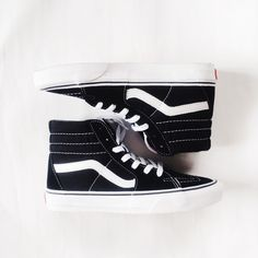Woman's Vans sneakers 👟 Worn only ONCE. A cool sneaker to wear wth black leggings or girlfriend jeans, an oversized t-shirt, and sunnies while running those weekend errands. Fits true to size. Vans Sk8 Hi Slim, Sk8 Hi Vans, Hi Top Vans, Vans Sk8 Hi Black, Basket Vans, High Top Sneakers, Shoes Sneakers, Shoes High Tops, High Top Vans Outfit